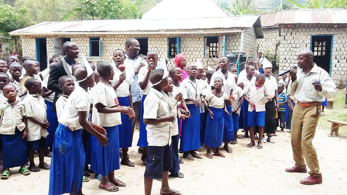 Mobilisation des écoliers sur la conservation des primates à Kisheke, territoire d'Idjwi.